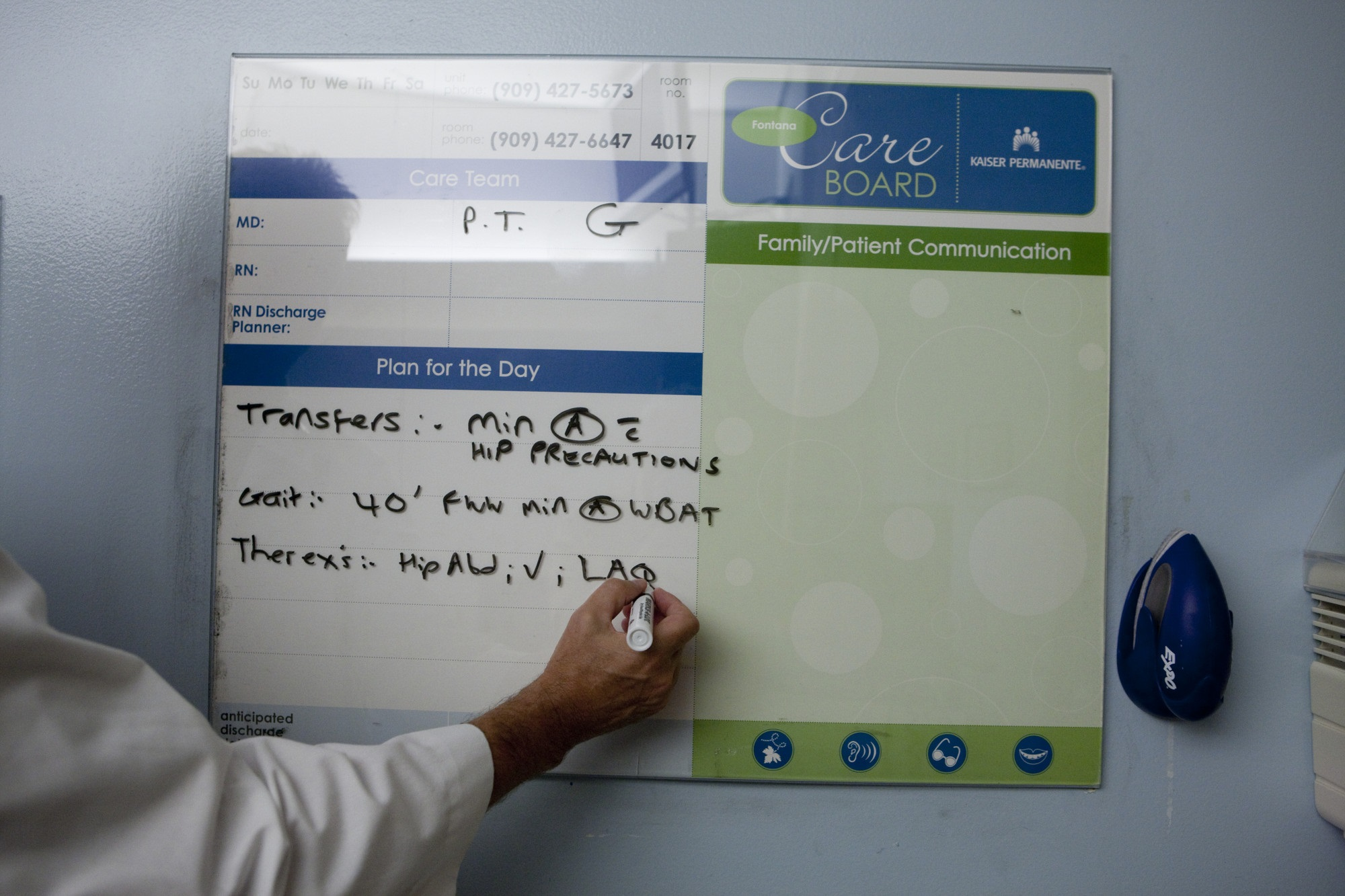 Physical Therapists Use Whiteboard To Help Rehab Communication