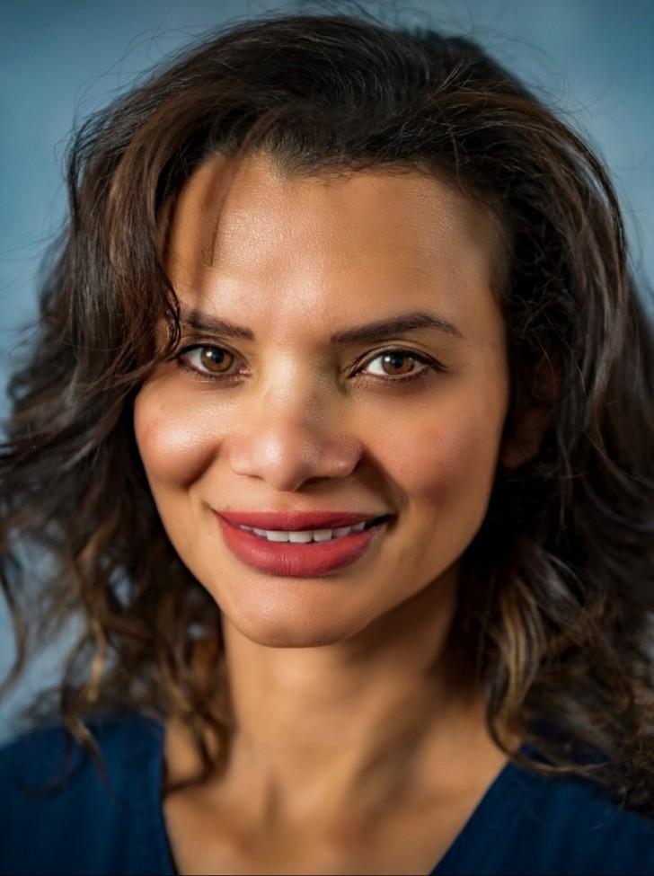 portrait of a woman, smiling